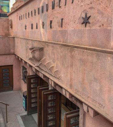 Eingangsbauwerk der ehemaligen Untergrundmesse am Markt, 1924. Architekt: Otto Droge, Carl Crämer