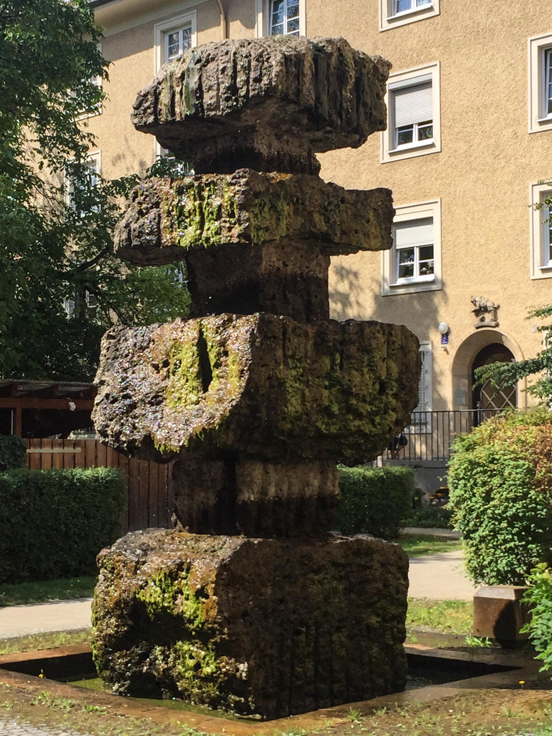 Der Steinerne Baum, 1928. Bildhauer: Karl Knappe