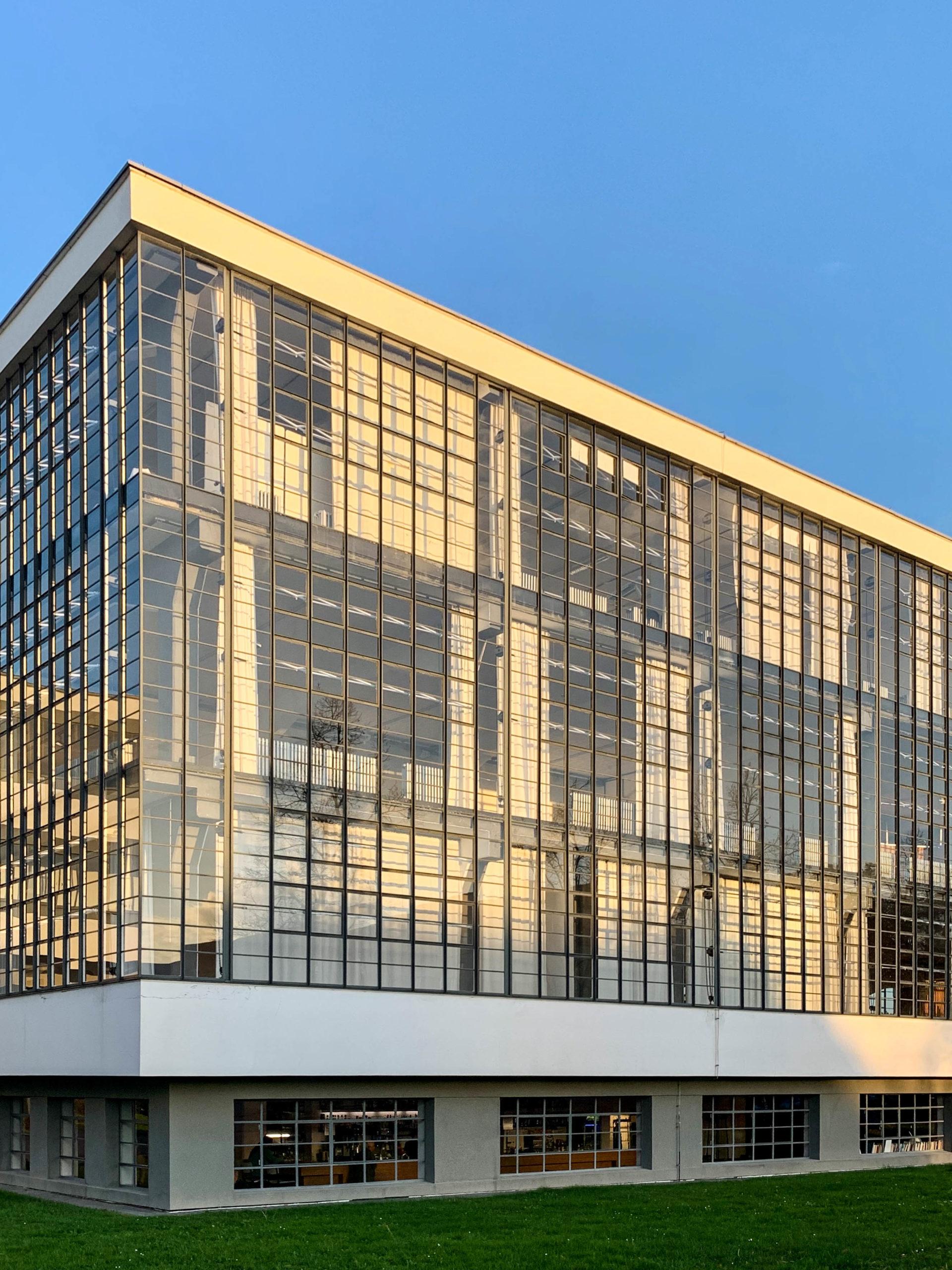 Bauhausgebäude, 1925-1926. Architekt: Walter Gropius