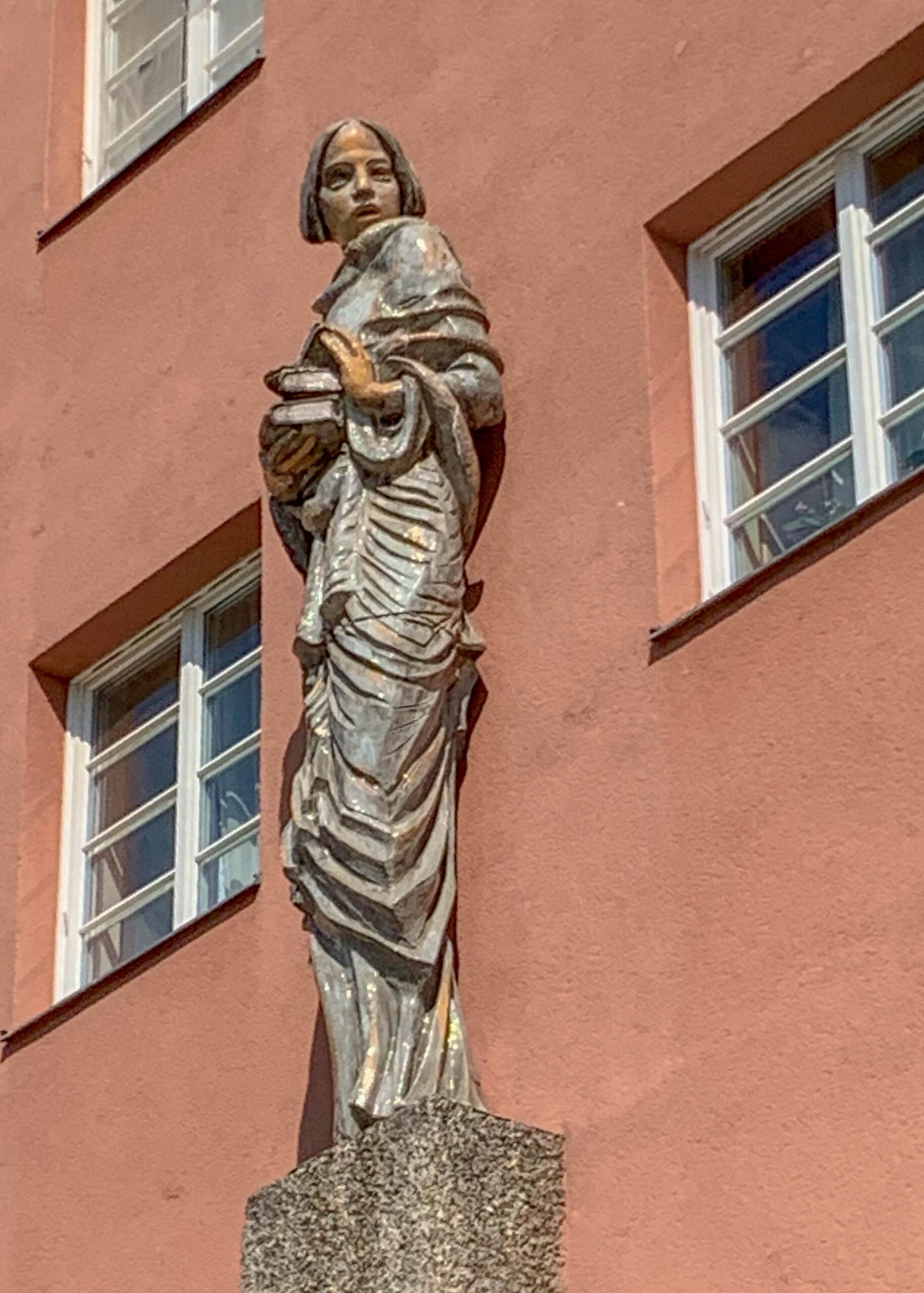 Karl-Marx-Hof, 1926-1930. Architect: Karl Ehn