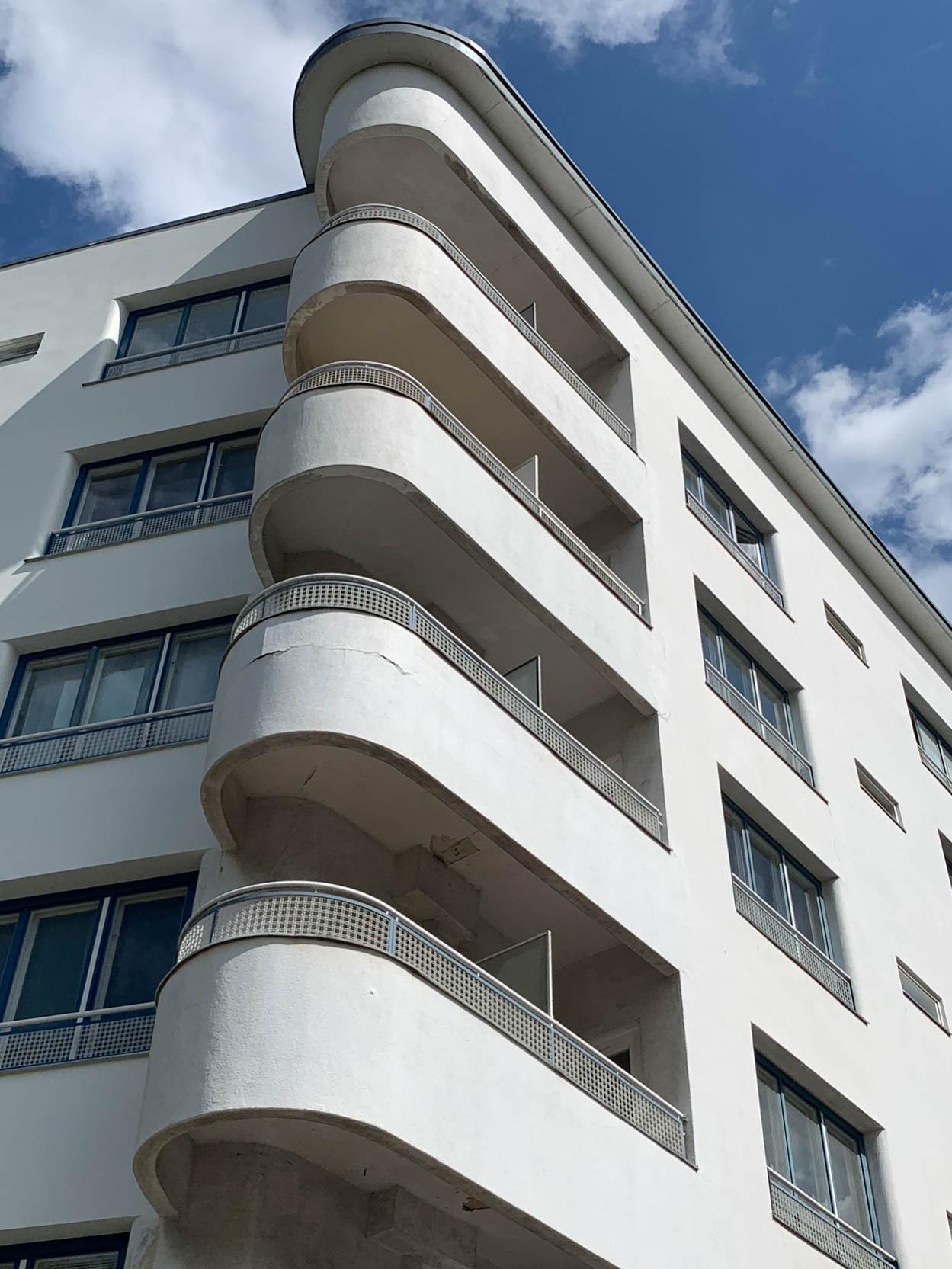 Wohnanlage, 1929-1931. Architekten: Hans Scharoun, Georg Jacobowitz