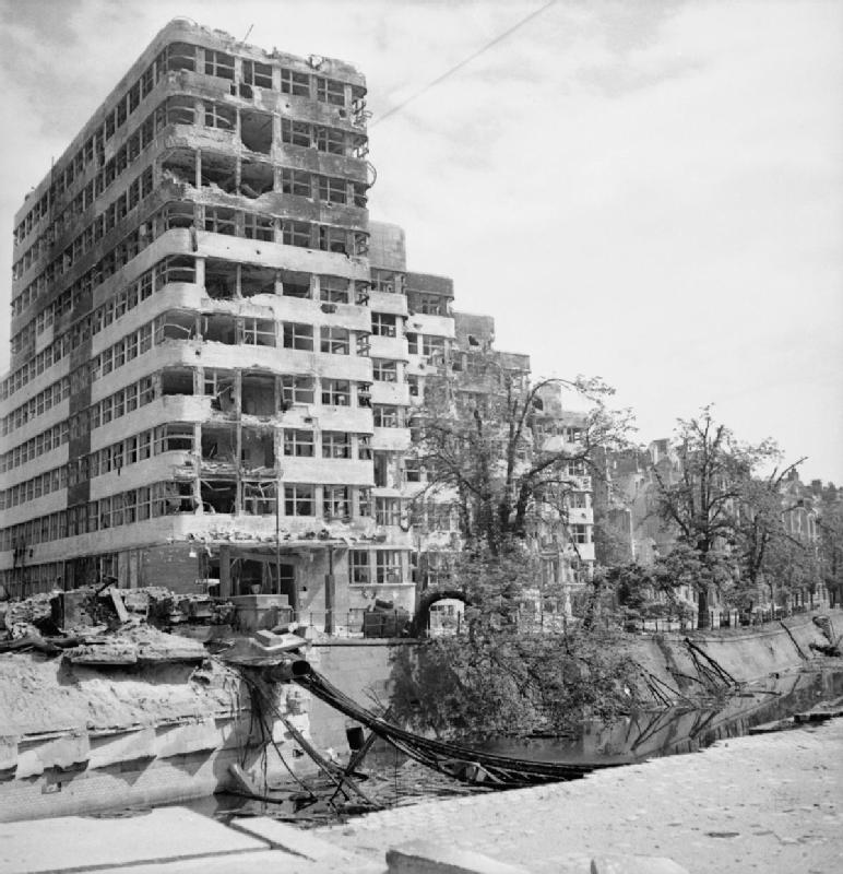 Das Shell-Haus mit den Zerstörungen des Zweiten Weltkriegs zwischen 1939 und 1945
