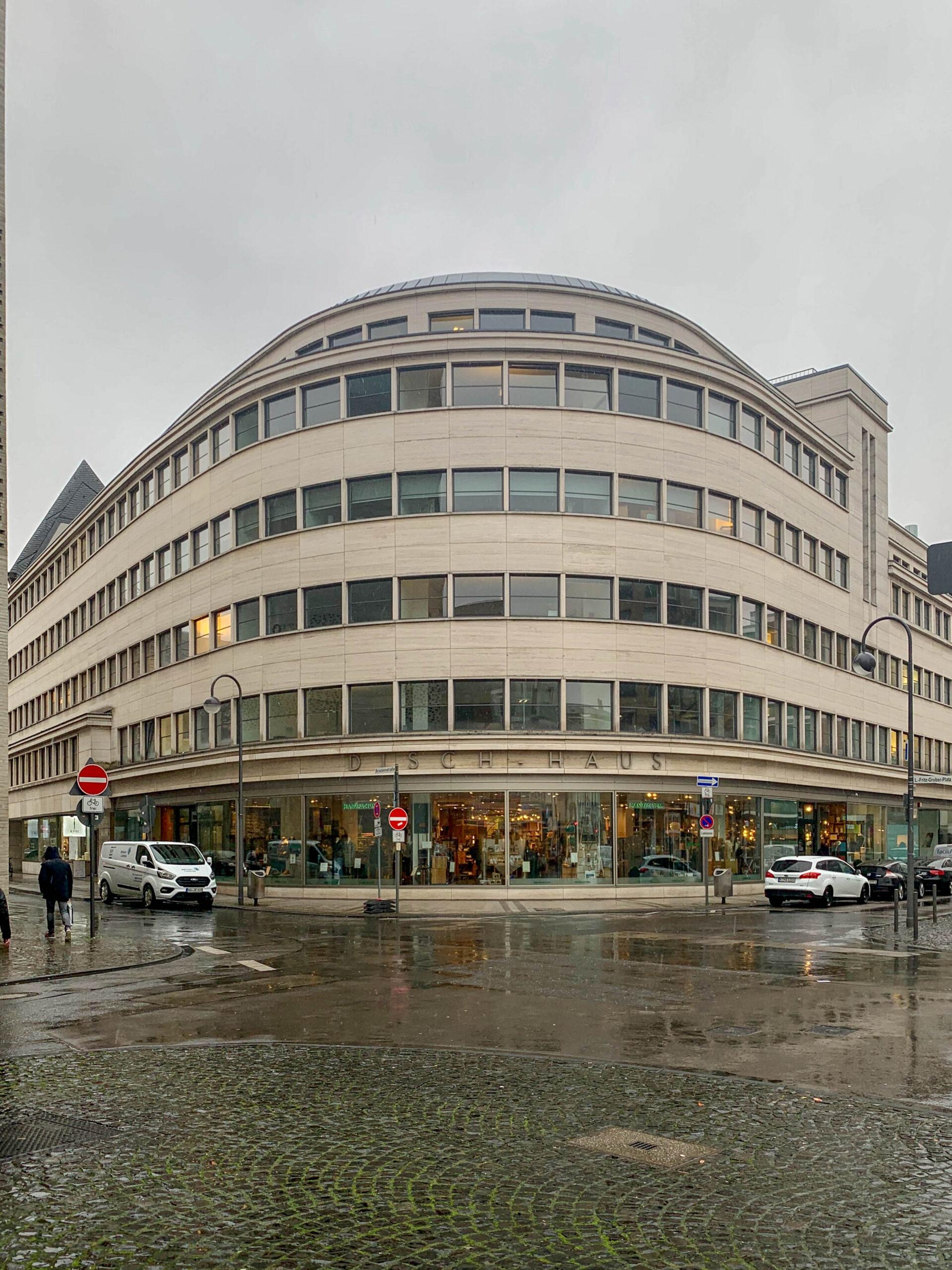 Dischhaus, 1928-1930. Architects: Bruno Paul, Franz Weber