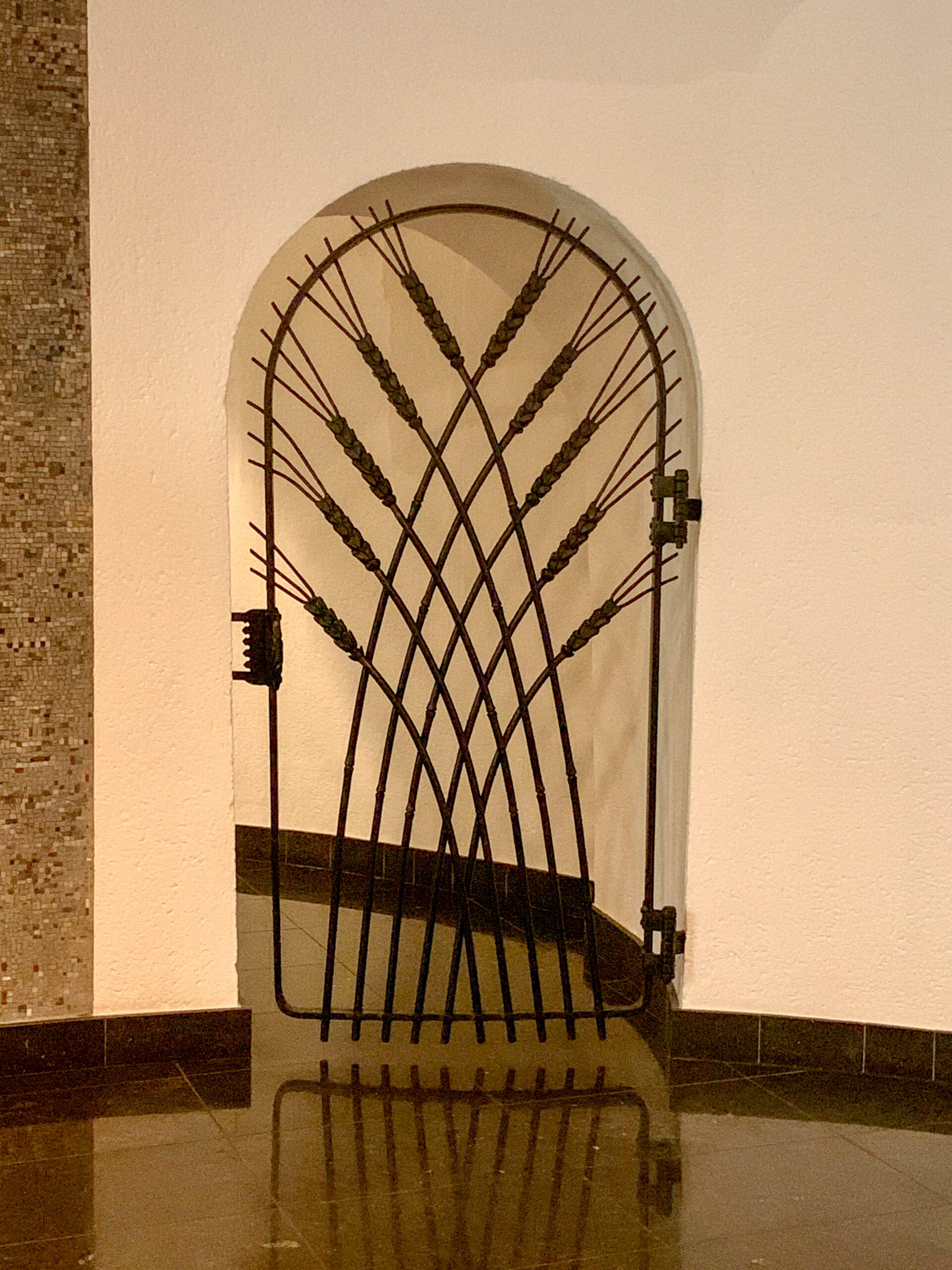 Door with ears of grain, 1937. Crypt, Sankt Elisabeth. Design: Ewald Mataré