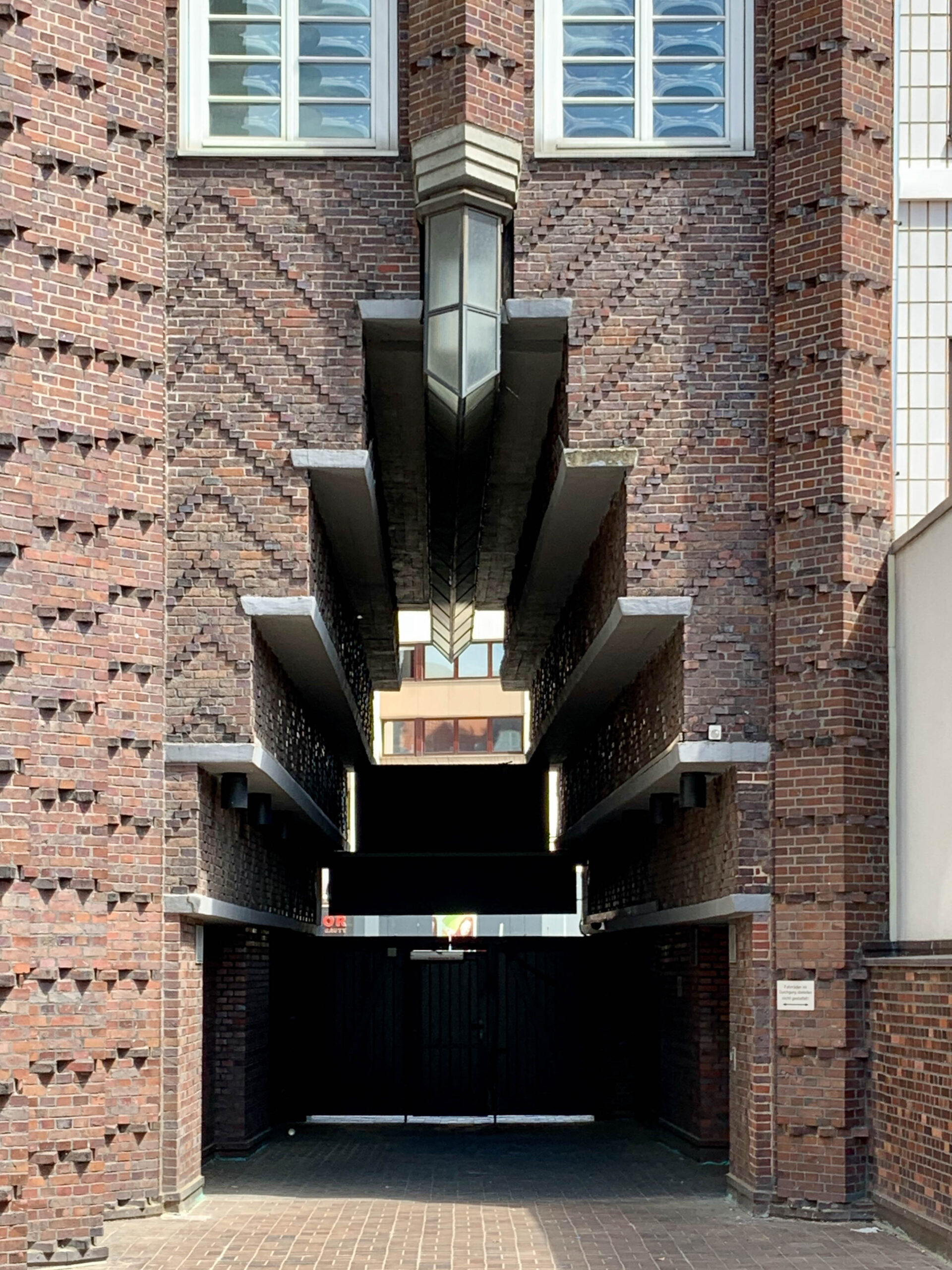 Anzeiger-Hochhaus, 1927-1928. Architekt: Fritz Höger