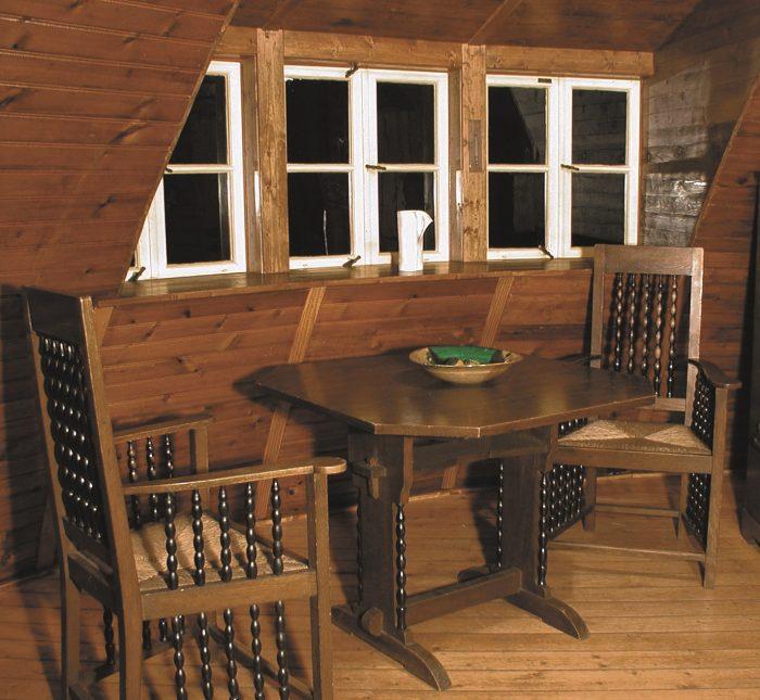 Käseglocke, Obergeschoss. Möbel von Heinrich Vogeler. Foto: Peter Elze, Freunde Worpswedes e.V.