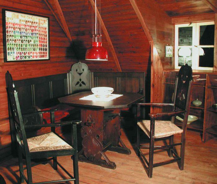 Käseglocke, Obergeschoss. Sitzbank von Heinrich Vogeler. Foto: Peter Elze, Freunde Worpswedes e.V.