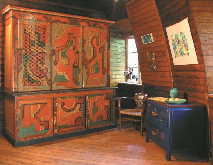 Käseglocke, Erdgeschoss. Schlafzimmer mit einem von Fritz Uphoff bemalten Schrank. Foto: Peter Elze, Freunde Worpswedes e.V.