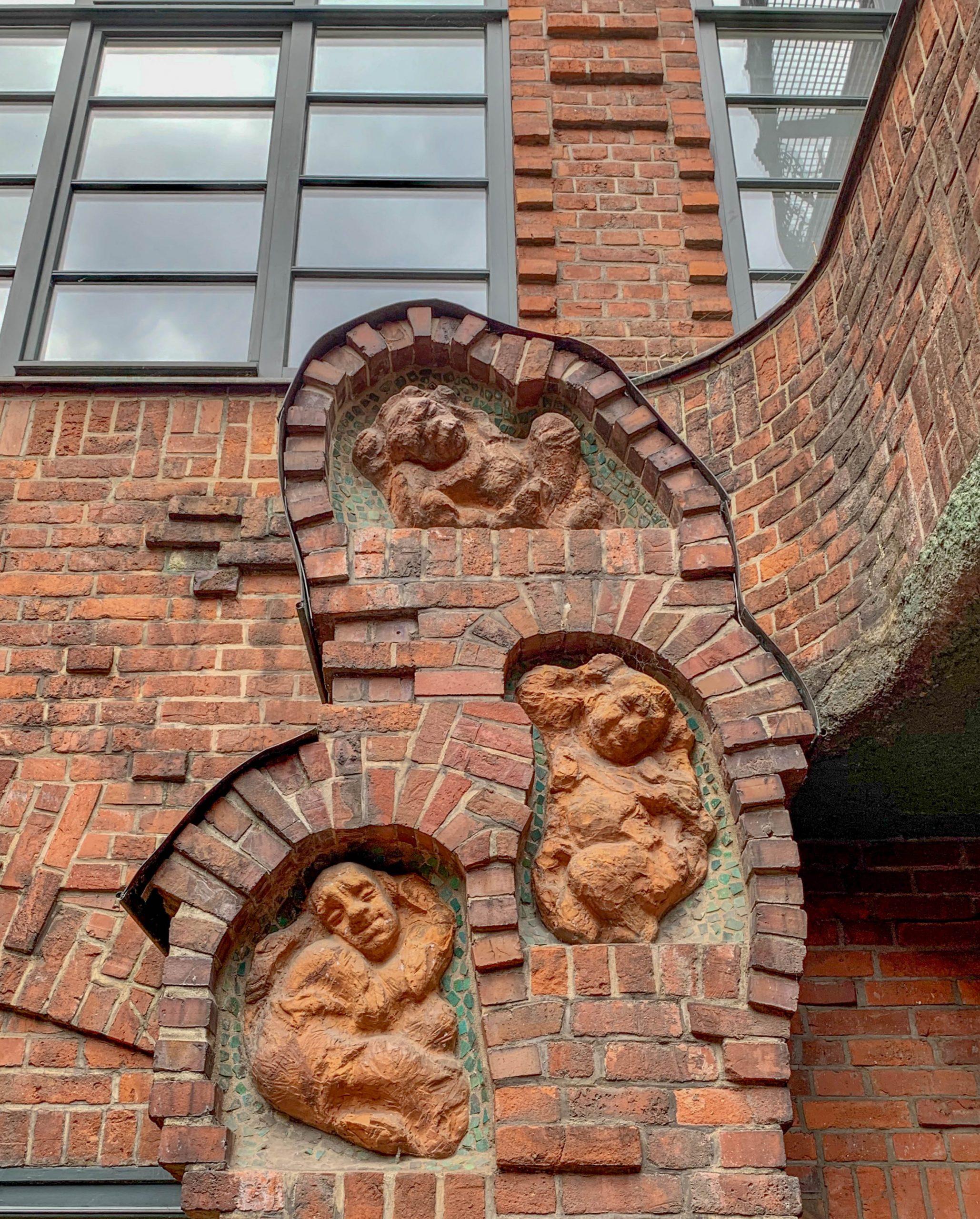 Böttcherstraße, 1922-1931. Entwurf: Bernhard Hoetger, Alfred Runge, Eduard Scotland